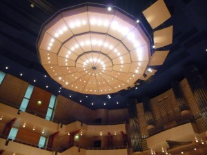The sound reflector and lighting fixture above the stage at the Essen Philharmonie