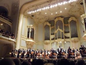 Applause at the Laeiszhalle in Hamburg