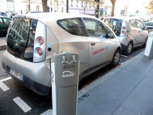 Electric-car sharing service autolib'
