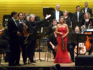 Applause for Anne-Sophie Mutter in Dvorak's Violin Concerto